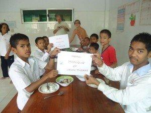 Les enfants remercient les donateurs