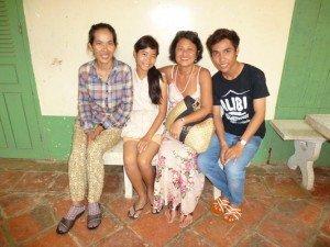 Le jeune Narong, toujours souriant et Gnep, affaiblie par sa maladie