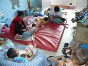 Je vous montre cette photo pour solliciter des corsets aupres des donateurs pour ces enfants