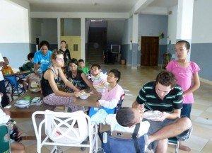 Tout le monde participait pour aider les plus gravement atteints a se nourrir