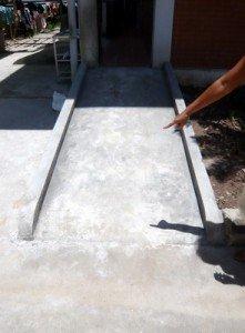 Nous avons fait construire cette allée pour les fauteuils roulants