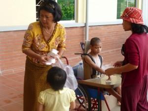 Observez les photos, je suis passee par tout l'orphelinat afin de m'assurer que tous les enfants aient a manger
