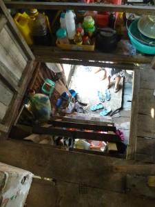 """l'étage ne peut être accessible que par un """"vasistas"""" afin de séparer l'intimité des 2 familles"""