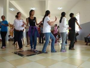 Après le tube coréen, voici le roamvong, la danse traditionnelle et populaire khmère.
