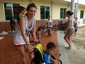 Merci Olivia qui est revenue pour la 2ème année tellement ces enfants l'ont touchée.