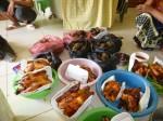 Les fruits étant achetés la veille, on a pu les mettre en sachet en attendant la livraison du poulet.