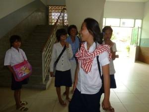 """Ha, le groupe de """"mes"""" filles arrivaient de l'école !"""