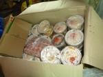 Il y avait des nouilles sautées au boeuf et légumes bien disposés dans des boîtes en plastiques