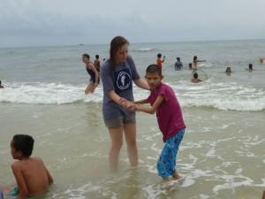 Cette pauvre petite ne voulait pas non plus sortir de l'eau