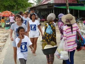 Nous avons déposé tous les sacs poubelle à l'endroit prévu par le responsable de la ville