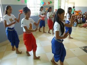 Puis viennent les danses classiques en l'honneur de nos bénévoles