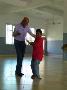Au son du roamvong, mon ami Yuthika s'est amusé à danser avec Nop, qui est très élégant dans ses pas